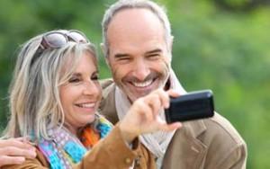 Ehepaar mit Smartphone